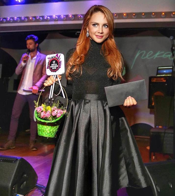певица Максим в платье Isabel Garcia