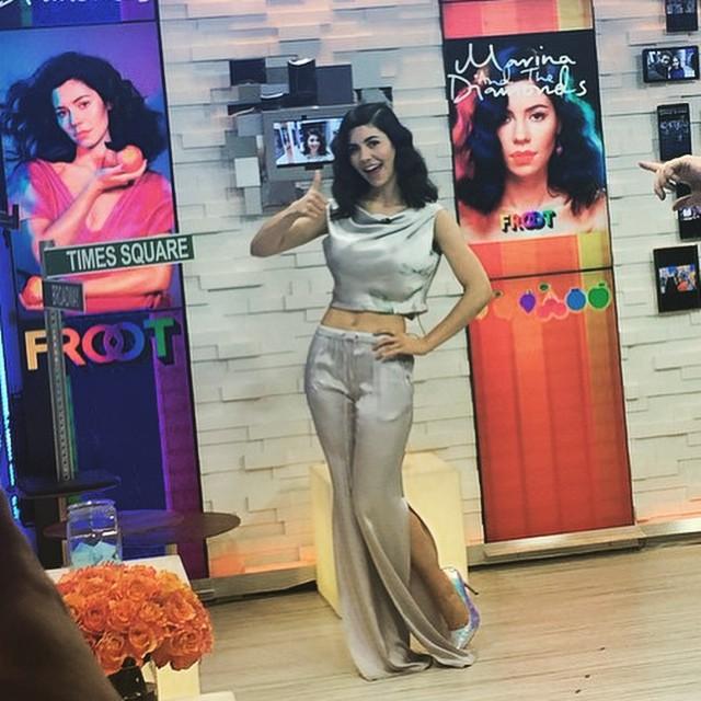 певица Marina and the Diamonds в наряде от Isabel Garcia