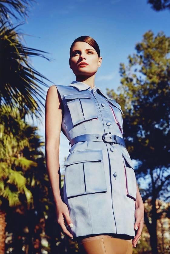 Isabel Garcia голубое платье журнал Vantage